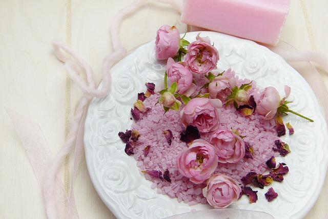 růže na talíři.jpg
