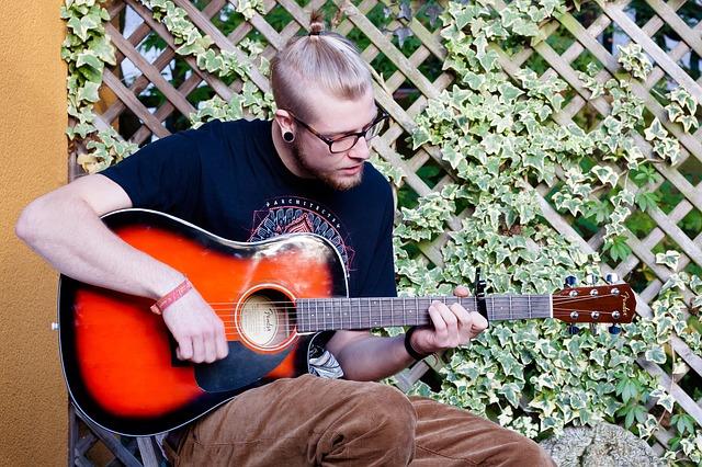 mladý hudebník