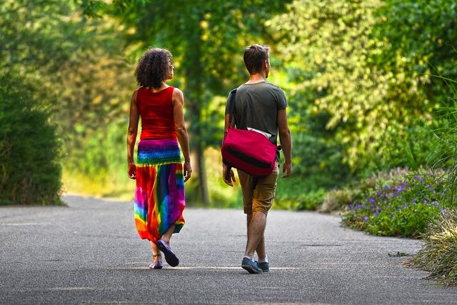 dvojice na procházce